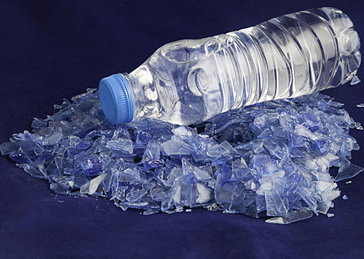 convey recycled plastic flakes more effectively